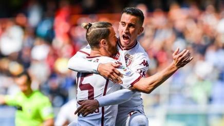Ansaldi festeggia il gol al Genoa con Berenguer. Getty