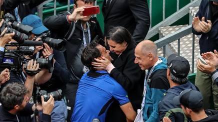 L'abbraccio tra Flavia Pennetta e Fabio Fognini. Dell'Olivo