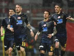 Vittoria sotto il diluvio per il Lecce a Perugia. Lapresse