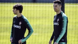 João Félix, 19 anni e Cristiano Ronaldo, 34. Afp