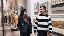 Paulo Dybala e la fidanzata Oriana Sabatina in giro per il Museo Egizio di Torino