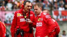 Sebastian Vettel (a des) col suo ingegnere di pista, Riccardo Adami. Getty