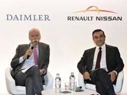 Dieter Zetsche e Carlos Ghosn nel 2010 all'annuncio dell'accordo tra i due gruppi automobilistici