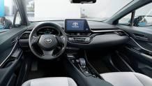 L'interno della Toyota C-HR elettrica