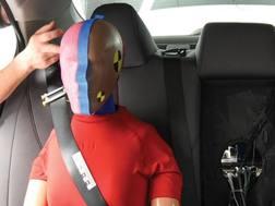 DUn dummy sul sedile posteriore