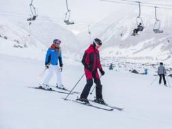Federica Pellegrini in versione sciatrice con Daniela Ceccarelli