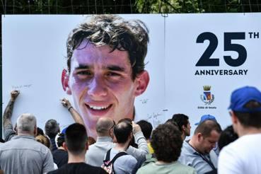 Il ritratto di Senna sulla curva del Tamburello a Imola, dove perse la vita. Afp