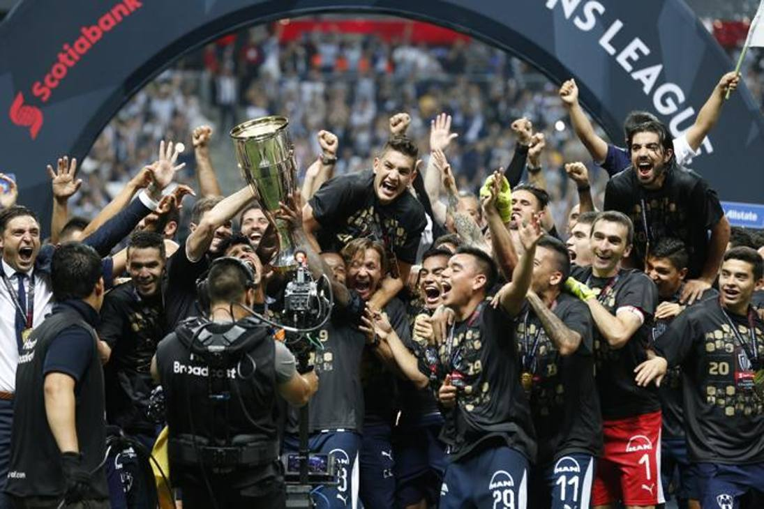 I giocatori del Monterrey festeggiano la vittoria della Champions Concacaf. AP