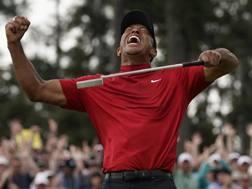 Tiger Woods, 43 anni, è tornato a vincere un Major dopo 11 anni. Ap