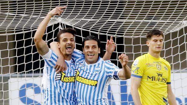 Felipe e Floccari esultano dopo il gol. LaPresse