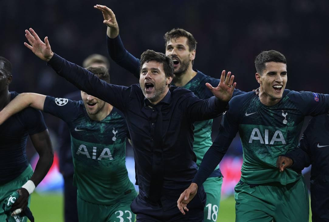 Pochettino e i suoi festeggiano dopo la vittoria. Getty