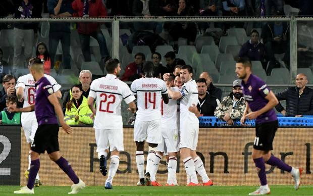 L'esultanza del Milan dopo il gol di Calhanoglu. Ansa