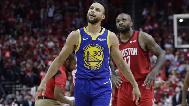 Stephen Curry dei Golden State Warriors: 33 punti per lui. AP