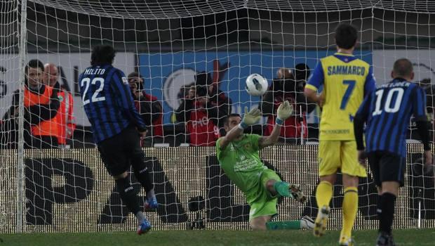 Il rigore fallito da Milito in un Inter-Chievo del 2011-12