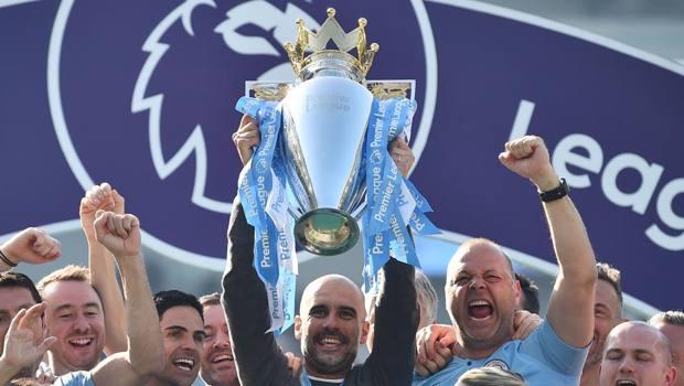 Pep Guardiola e il City festeggiano l'ultima Premier. Afp
