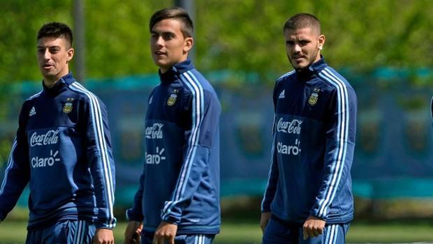 Dybala e Icardi in un allenamento con l'Argentina. Ansa