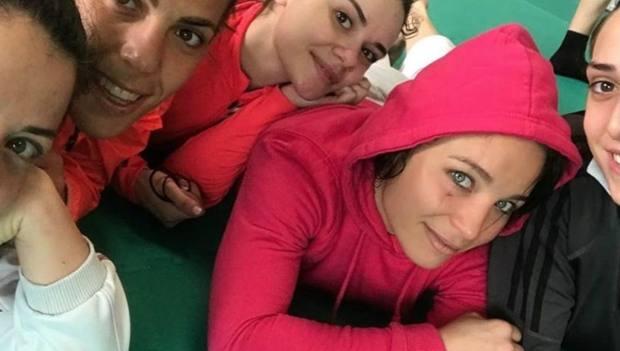 Sara (al centro) dopo un allenamento con alcune compagne di Nazionale (da sin. Pasqua, Busà, Lallo e Semeraro)