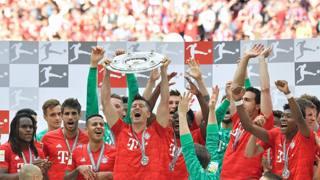 Bayern, festa per il 7° titolo di fila e addio commosso a Robben e Ribery