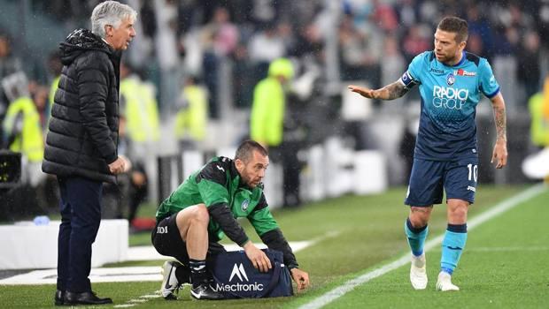Gomez con Gasperini durante Juve-Atalanta. Lapresse