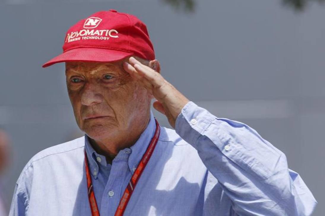 Niki Lauda, la leggenda della Formula 1, si è spento il 20 maggio in una clinica svizzera. Aveva 70 anni. L'ex pilota era stato ricoverato per problemi ai reni e si era sottoposto a un trattamento di dialisi, mentre la scorsa estate aveva subito un trapianto di polmoni a Vienna.