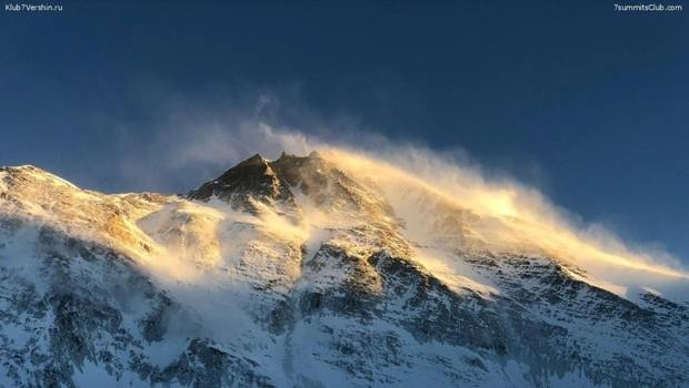 Veduta dell'Everest spazzato dal vento