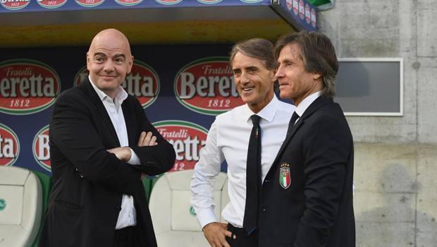 Il presidente della Fifa Infantino con Mancini e Oriali. Getty