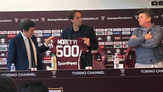 Emiliano Moretti, 600 presenze in A, con Cairo e Mazzarri la nel giorno dell'addio al calcio
