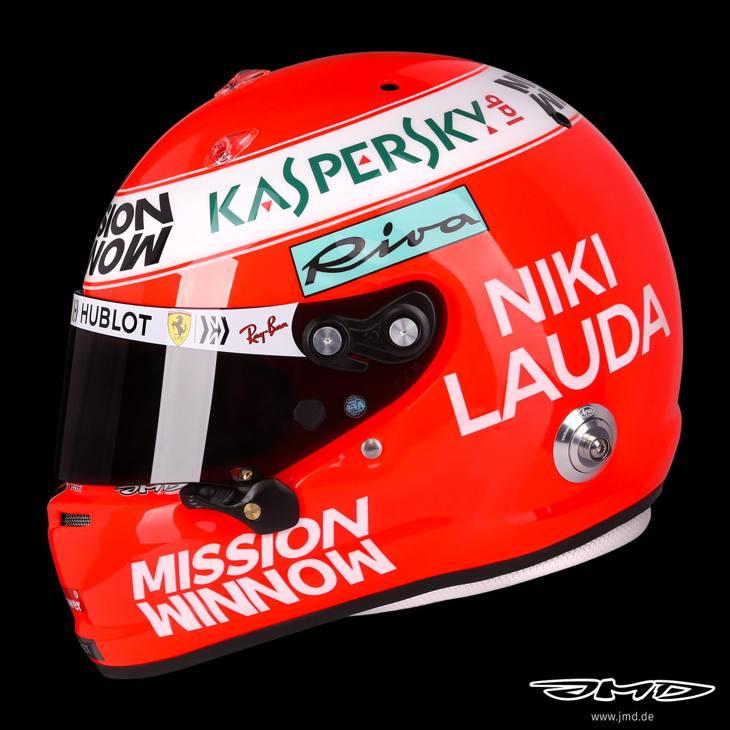 Il casco di Sebastian Vettel replica quello arancione di Niki Lauda