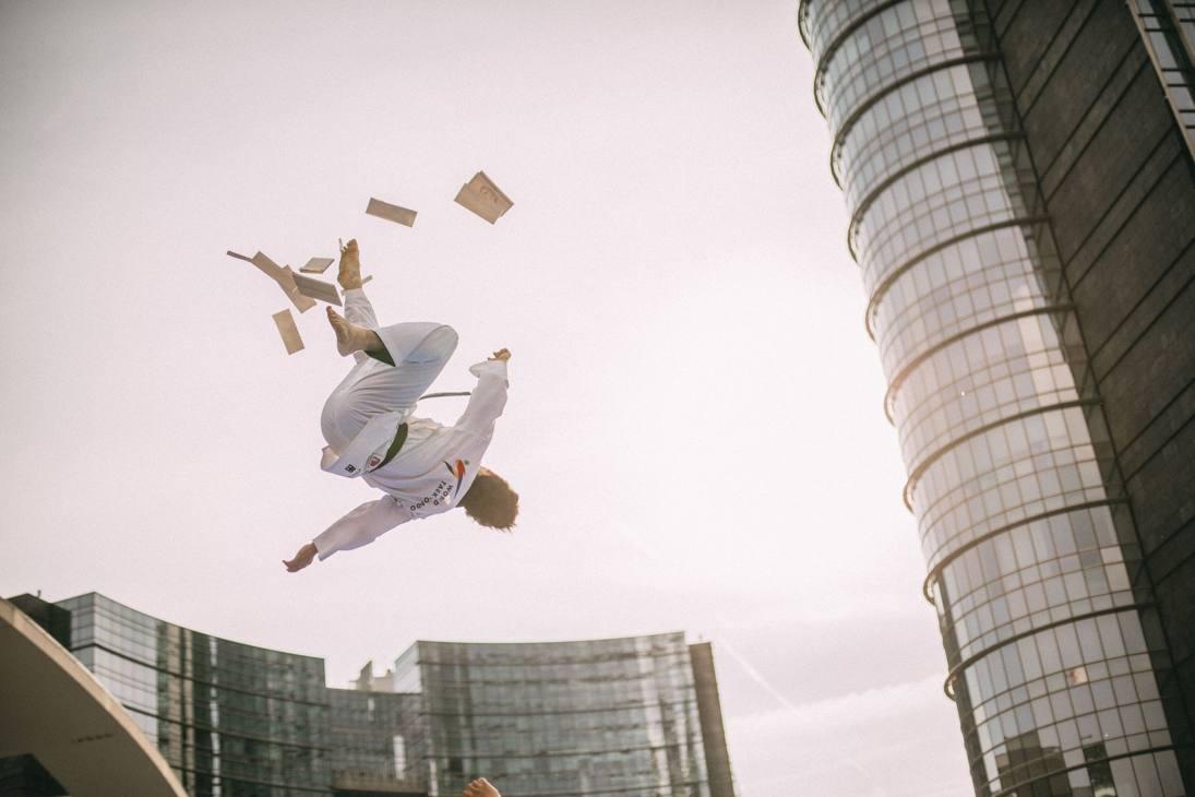 Aspettando il Grand Prix di Roma, il Demo Team, la squadra acrobatica più importante al Mondo, si è esibita in piazza Gae Aulenti regalando spettacolo e portando il messaggio di pace della Fondazione Umanitaria di Taekwondo. Guarda le immagini più spettacolari