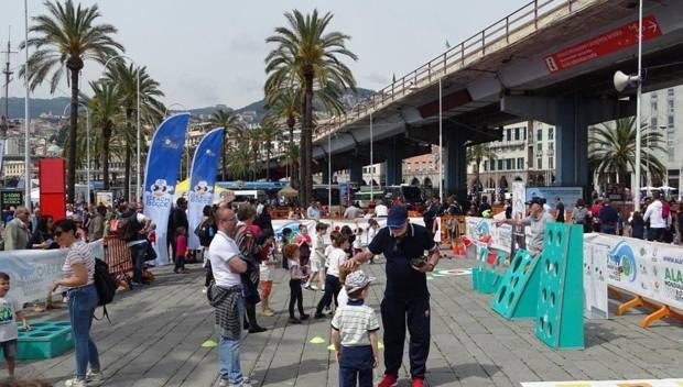 Porto Antico di Genova, spazio FIB: tanti giovanissimi in fila per scoprire lo sport delle bocce