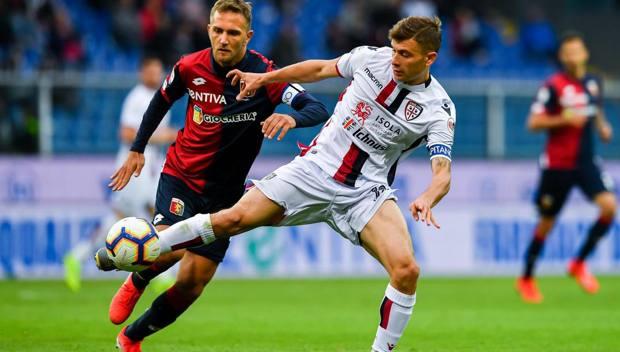 Nicolò Barella in azione contro il Genoa