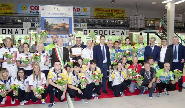 Foto di gruppo con il presidente Marco Giunio De Sanctis per le 3 squadre vincitrici degli scudetti
