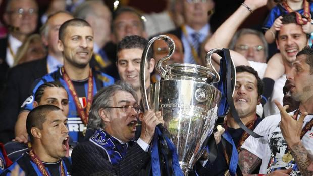 Massimo Moratti solleva la Champions League 2010