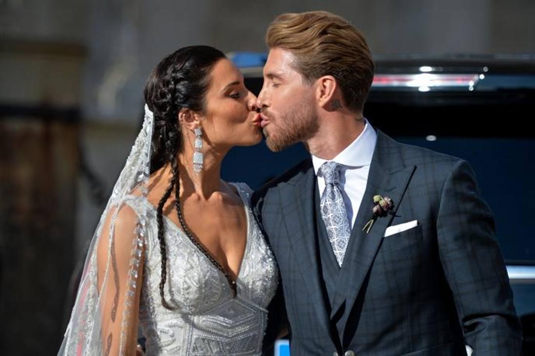 Pilar Rubio e Sergio Ramos si sono sposati oggi nella Cattedrale di Siviglia. Ap