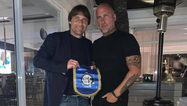 Antonio Conte con Marco Negri, fondatore dell'Inter Club Ibiza nerazzurra