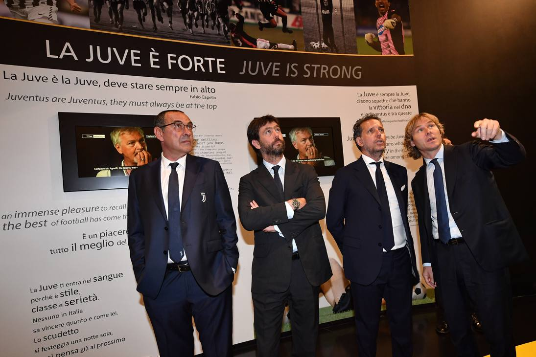 La visita di Sarri con Agnelli, Paratici e Nedved all'interno del museo dell'Allianz Stadium. GETTY IMAGES