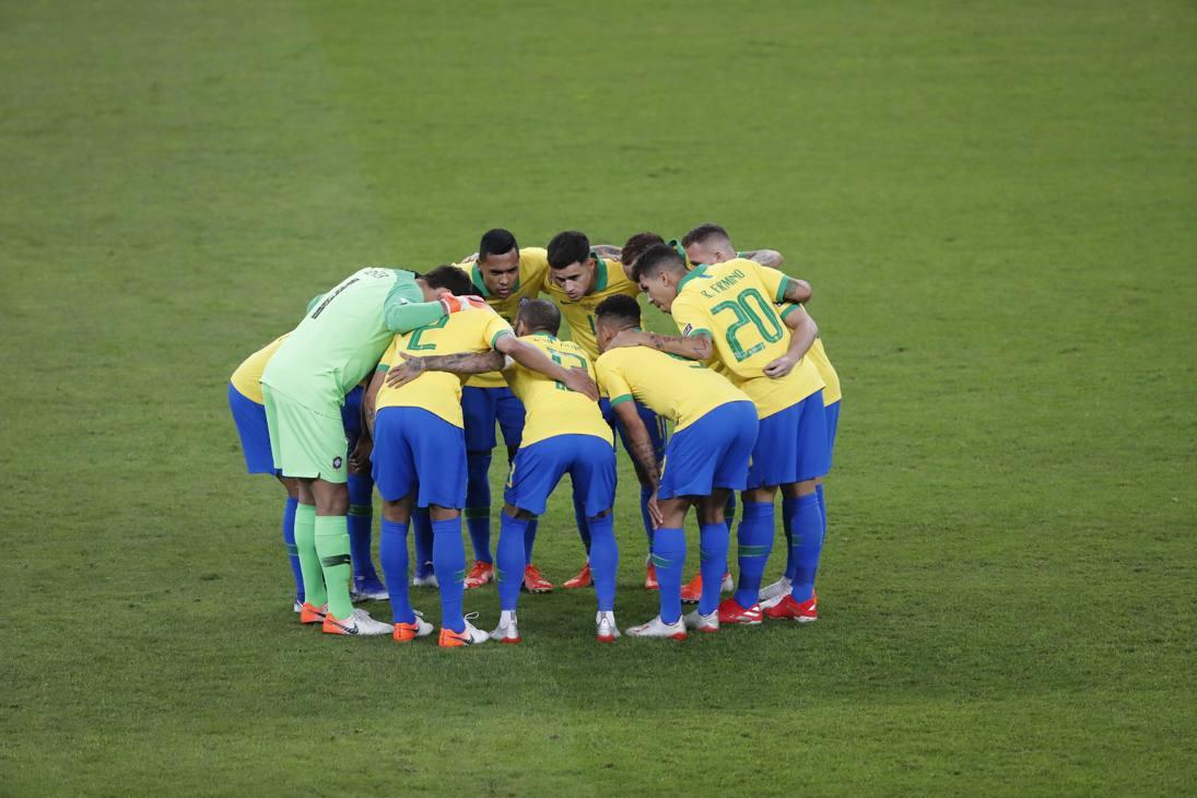 Il Brasile si carica prima della sfida di Belo Horizonte con l'Argentina, semifinale della Coppa America. Ap
