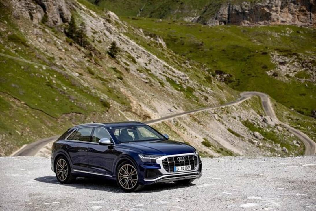 Audi SQ8 prova su strada