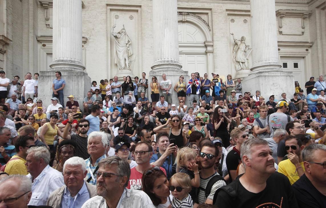La folla alla partenza di Bruxelles, sede della Grand Depart del Tour di quest'anno. Epa
