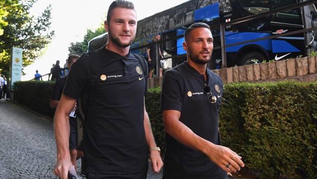 Milan Skriniar e Danilo D'Ambrosio all'arrivo a Lugano. Getty