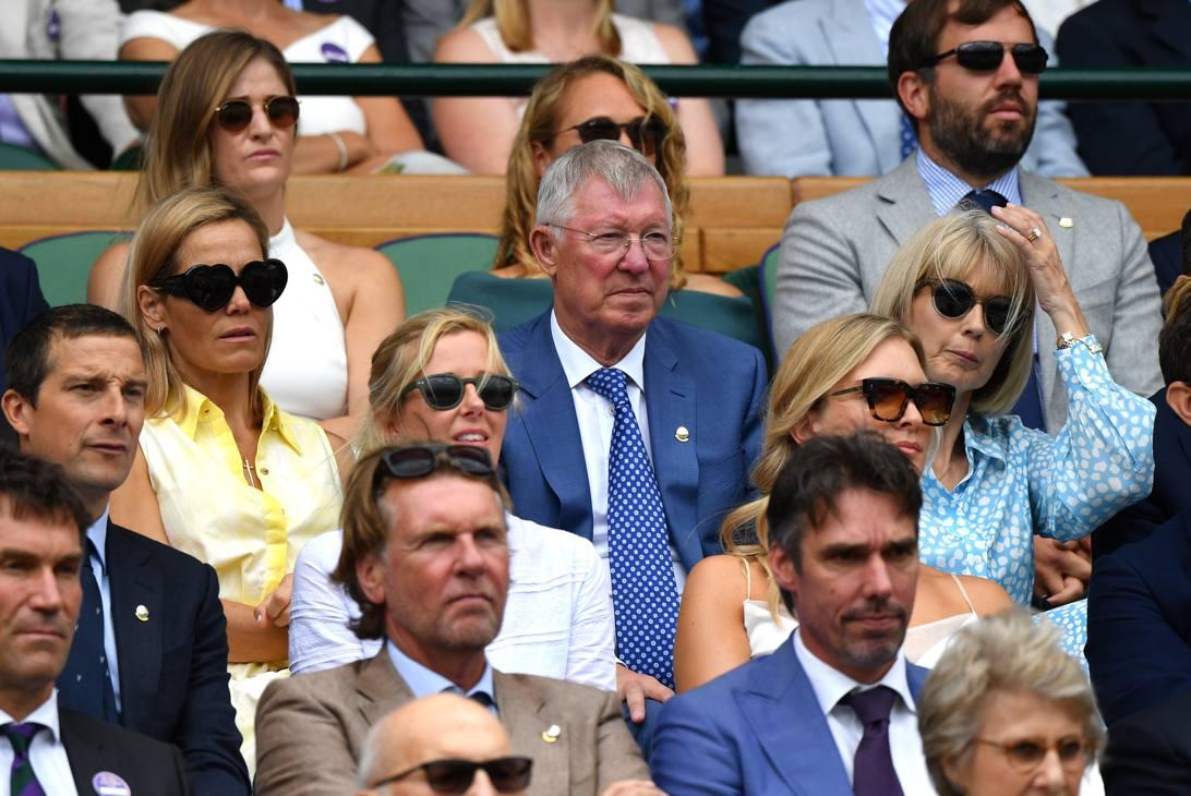 L'ex allenatore del Manchester United, Sir Alex Ferguson, assiste alla semifinale tra Federer e Nadal nel Royal Box