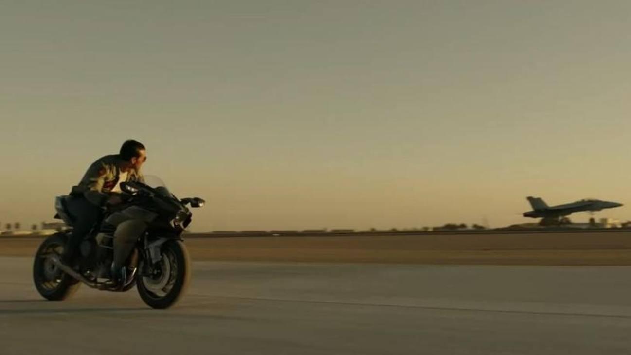 Tom Cruise su una Kawasaki Ninja H2