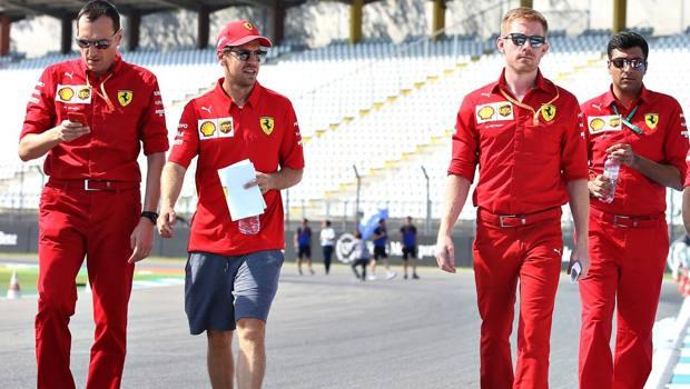 Sebastian Vettel (secondo da sinistra) in ricognizione a Hockenheim. Getty