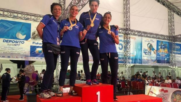Tre podi per le azzurre in Indonesia: Martusciello, Lamagna e Amato con il tecnico Laura Tosti