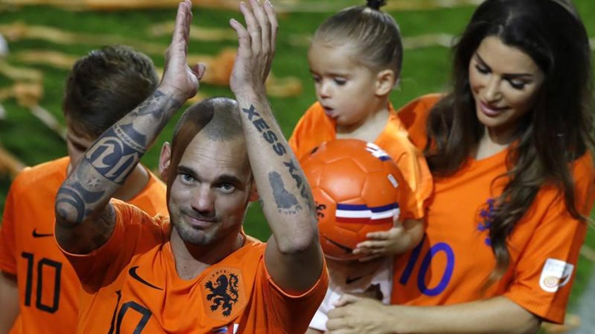 """Sneijder annuncia l'addio: """"Smetto con il calcio giocato"""". E ora solo ..."""