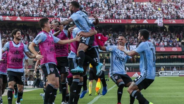 L'esultanza di Dani Alves, 36 anni, subito in gol all'esordio con il San Paolo. Getty