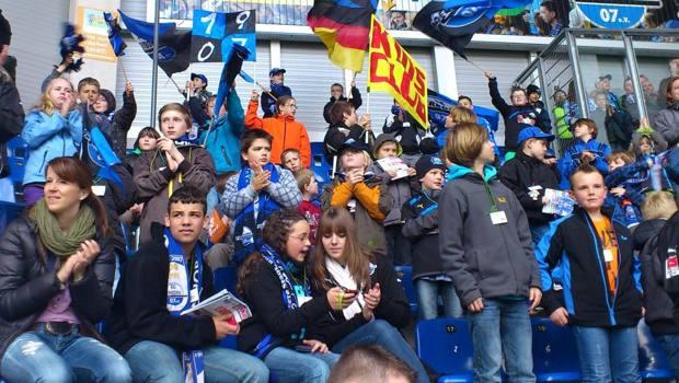 Giovani tifosi del Paderborn, altra squadra che non può giocare oltre una certa ora