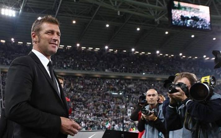 Massimo Carrera in panchina al posto di Conte a inizio 2012-13.  Lapresse