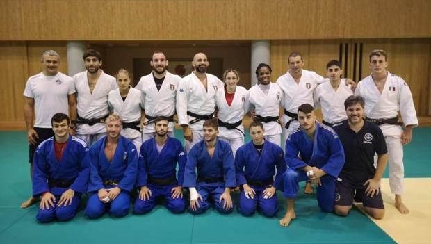 I 13 azzurri che parteciperanno ai Mondiali durante uno degli allenamenti a Tokyo