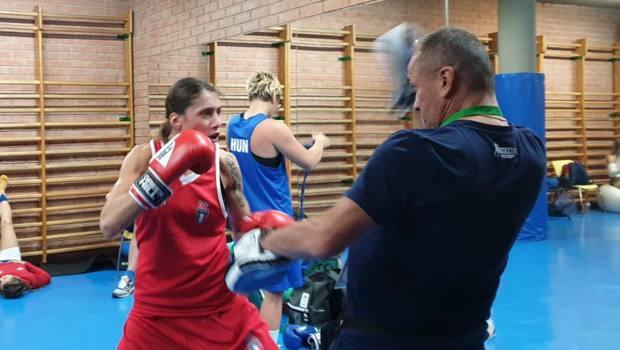 Irma Testa fa i guanti in allenamento con Maurizio Stecca